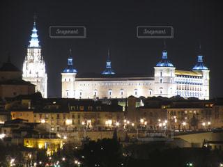 スペイン トレド 大聖堂 ライトアップの写真・画像素材[923097]