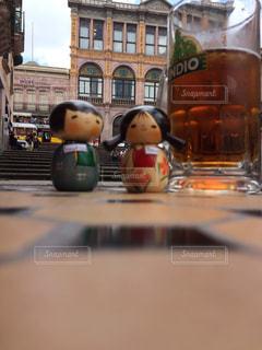 広場で飲むビールは最高の写真・画像素材[929580]