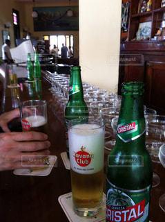キューバで飲む ビールの写真・画像素材[935367]