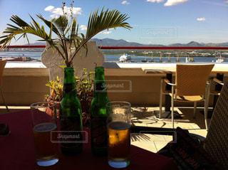 キューバ サンチアゴ・デ・クーバ  ホテルの屋上で飲むビール🍺の写真・画像素材[935375]