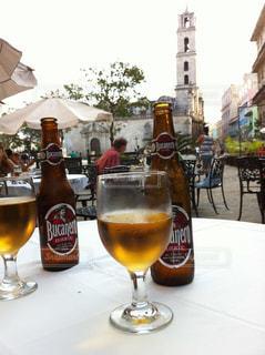 キューバ ハバナ で飲むビールの写真・画像素材[935378]