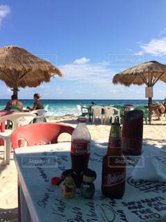 カリブ海眺めながら飲むビール。の写真・画像素材[937121]