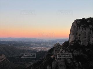 スペイン バルセロナ モンセラートからの夕日の写真・画像素材[958776]