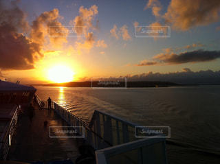 キューバ旅行 船上からの夕日の写真・画像素材[958918]