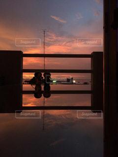 タイ シラチャ ホテルからの夕日の写真・画像素材[958977]