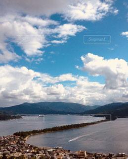 わたる舟と天橋立の写真・画像素材[909864]