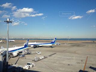空港と青空と飛行機の写真・画像素材[1135708]