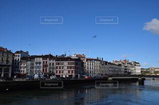 風景,空,建物,街並み,鳥,川,景色,観光,旅行,フランス,街並,海外旅行,町並み,バスク,町並,バイヨンヌ,バスク地方