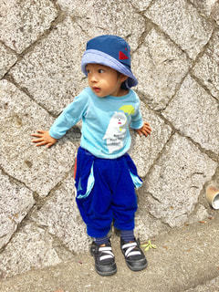 帽子をかぶった小さな男の子の写真・画像素材[912336]