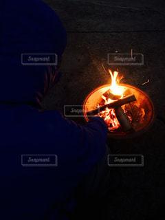 アウトドア,キャンプ,炎,暖かい,焚き火,休日,おでかけ,お出かけ,冬キャンプ