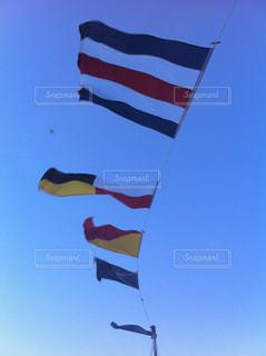 青空と国旗の写真・画像素材[1096682]
