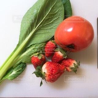 食べ物,自然,ランチ,赤,いちご,デザート,フルーツ,果物,トマト,野菜,食品,料理,スムージー,ヘルシー,食材,フレッシュ,ベジタブル,おしゃれ,小松菜