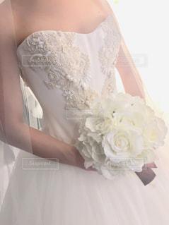 ウェディング ドレスを着た女性の写真・画像素材[913402]