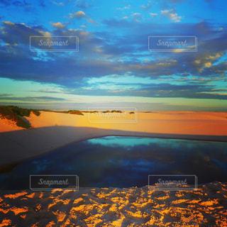 水の体に沈む夕日 - No.965490