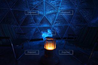 青い傘でガラスの写真・画像素材[1319622]
