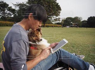 父と愛犬の写真・画像素材[1059320]