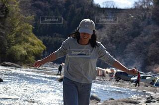 キャンプ場で水遊びの写真・画像素材[4276200]