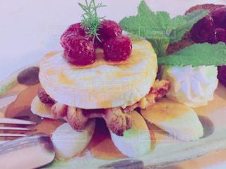 皿の上のケーキの一部 - No.1085807
