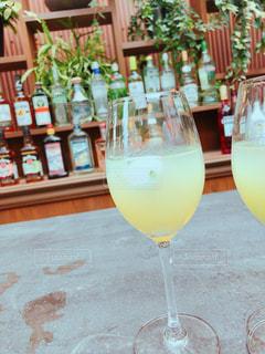 テーブル ワインのグラスの写真・画像素材[1449217]