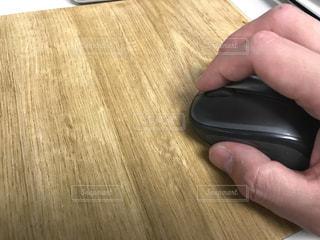 マウスを操作する手の写真・画像素材[918226]