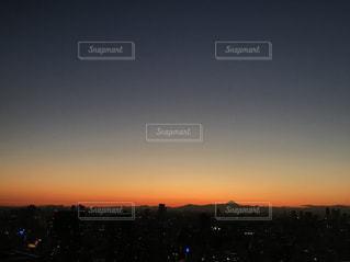 夕陽の中の富士山の写真・画像素材[958668]