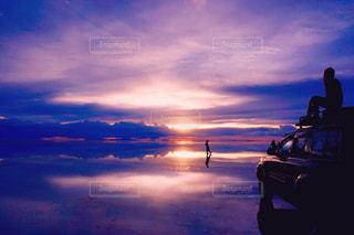ウユニ塩湖の夕焼けの写真・画像素材[956937]