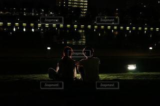 夜のライトアップされた自分達の写真・画像素材[918606]