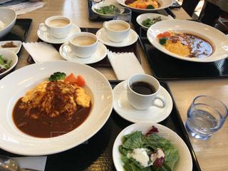 クローズ アップ食べ物の皿とコーヒー カップの写真・画像素材[1051416]