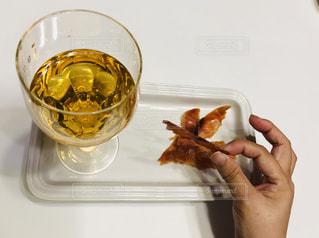 食べ物,屋内,室内,手,テーブル,皿,人,食器,グラス,乾杯,テーブルフォト,ドリンク,お気に入り,おつまみ,ライフスタイル,スモークサーモン,梅酒,ワイングラス,ハンド,私の生活