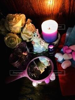 テーブルの上のピンクの花のクローズアップの写真・画像素材[4464191]