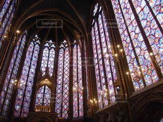 ノートルダムのステンドグラスの写真・画像素材[931019]