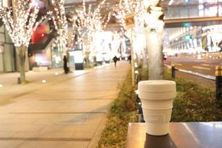 白,散歩,道路,ライト,ライトアップ,明るい,夜カフェ,夜散歩,シャンパンゴールド