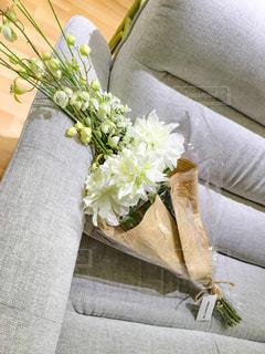 テーブルの上に座って花の花瓶の写真・画像素材[948686]