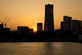 風景,空,夕日,屋外,きれい,夕焼け,大空,夕方,景色,日本,横浜,みなとみらい,ランドマーク,ビル群,みなとみらい21,夕日がキレイ
