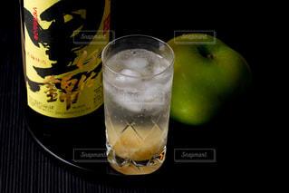 黒伊佐錦 リンゴ割りの写真・画像素材[1446600]