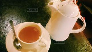 テーブルの上のコーヒー カップ - No.933411
