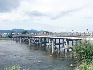 水の体の上の橋の写真・画像素材[923050]