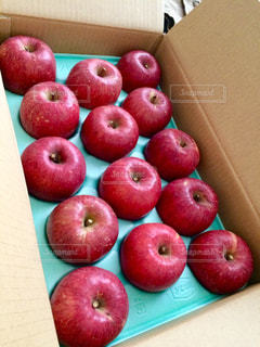 リンゴの届け物の写真・画像素材[925418]