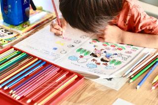 ペン,色鉛筆,宿題,紙,おえかき,塗り絵,夢中,おうち時間