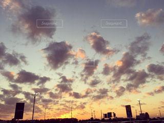 夕暮れ時の都市の景色 - No.956234