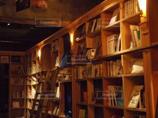 カフェ,インテリア,本棚,ベッド,Bookandbed