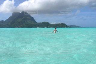海,海外,水着,エメラルドグリーン,プライベートビーチ,ボラボラ島,タヒチ