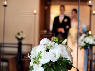 テーブルの上の花の花瓶 - No.796942