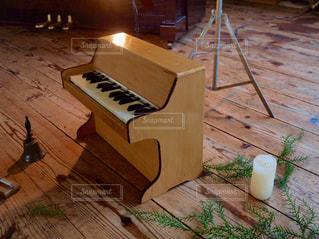部屋にはピアノの写真・画像素材[803193]