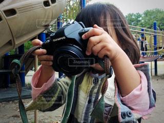 カメラと子どもの写真・画像素材[1172746]