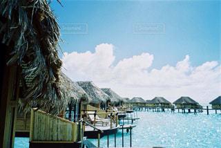 水上コテージと海の写真・画像素材[1195942]