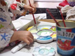 子ども,絵の具,水彩,部屋,室内,家,絵画,のんびり,お絵かき,パレット