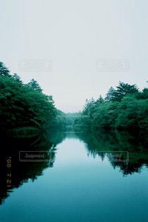 湖でリフレクリョンの写真・画像素材[1232650]
