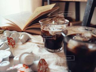 テーブルの上のコーヒーの写真・画像素材[1246950]