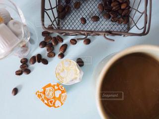 ネスレブライトとコーヒー豆の写真・画像素材[1264270]